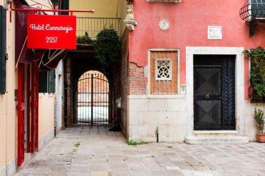 entrata hotel venezia centro economico