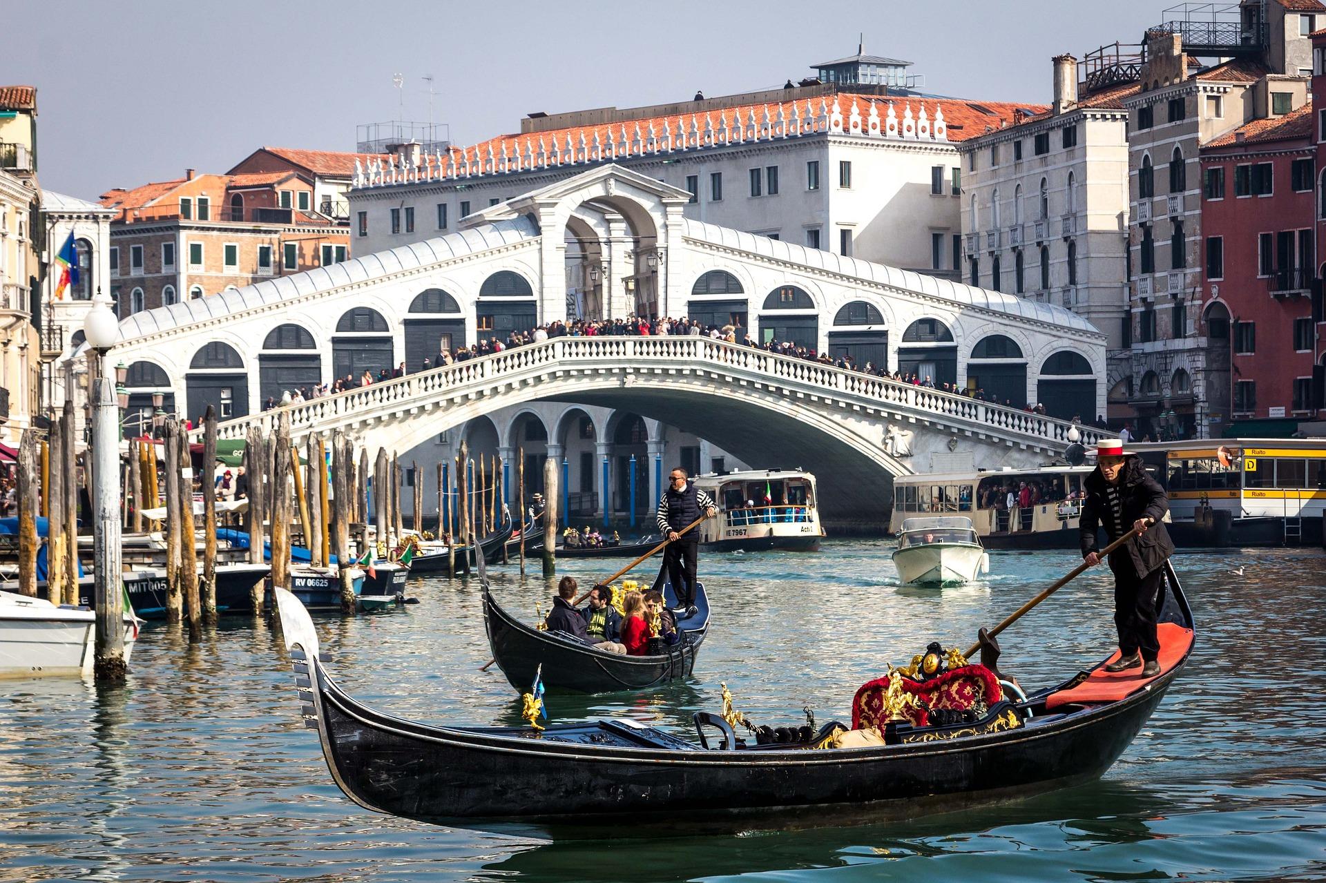 cosa vedere venezia ponte rialto gondola