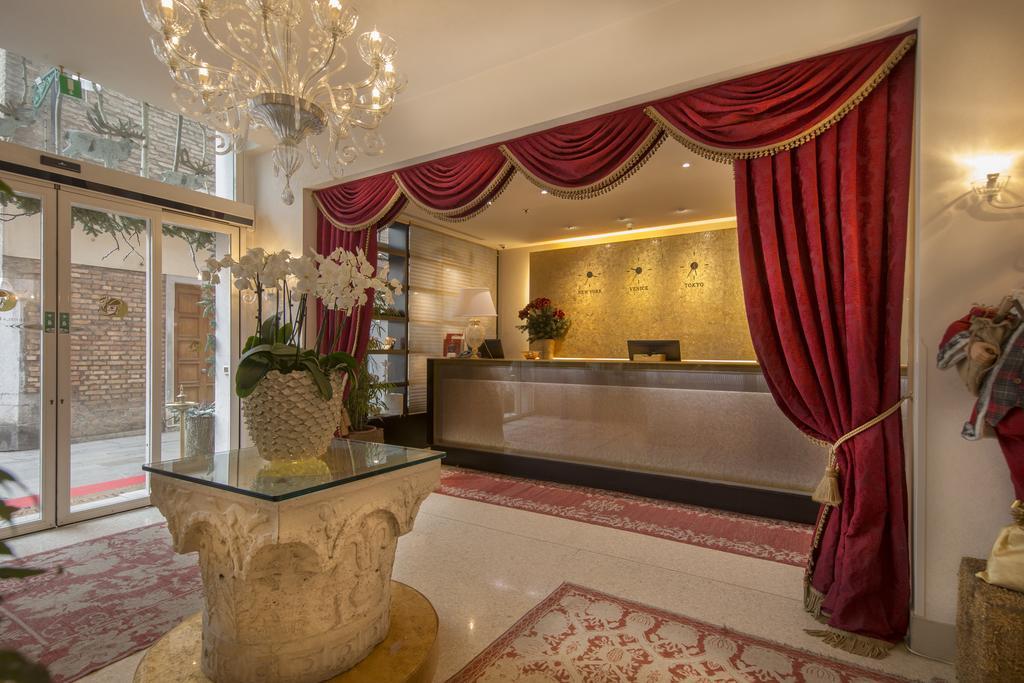 migliori hotel venezia centro alla commedia reception