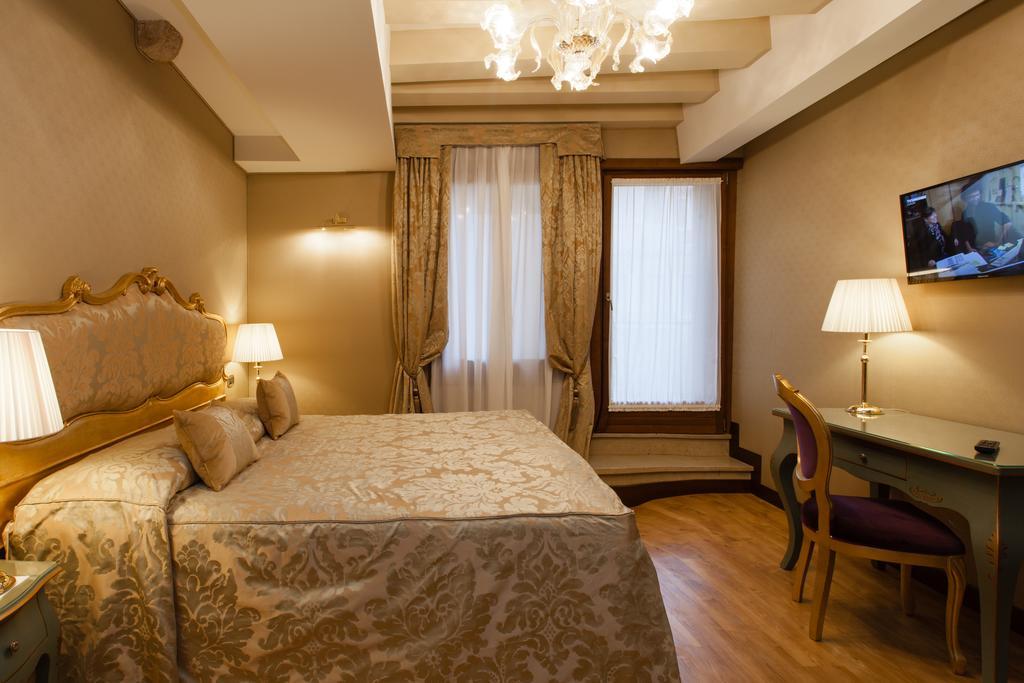 hotel centro venezia mocenigo camera