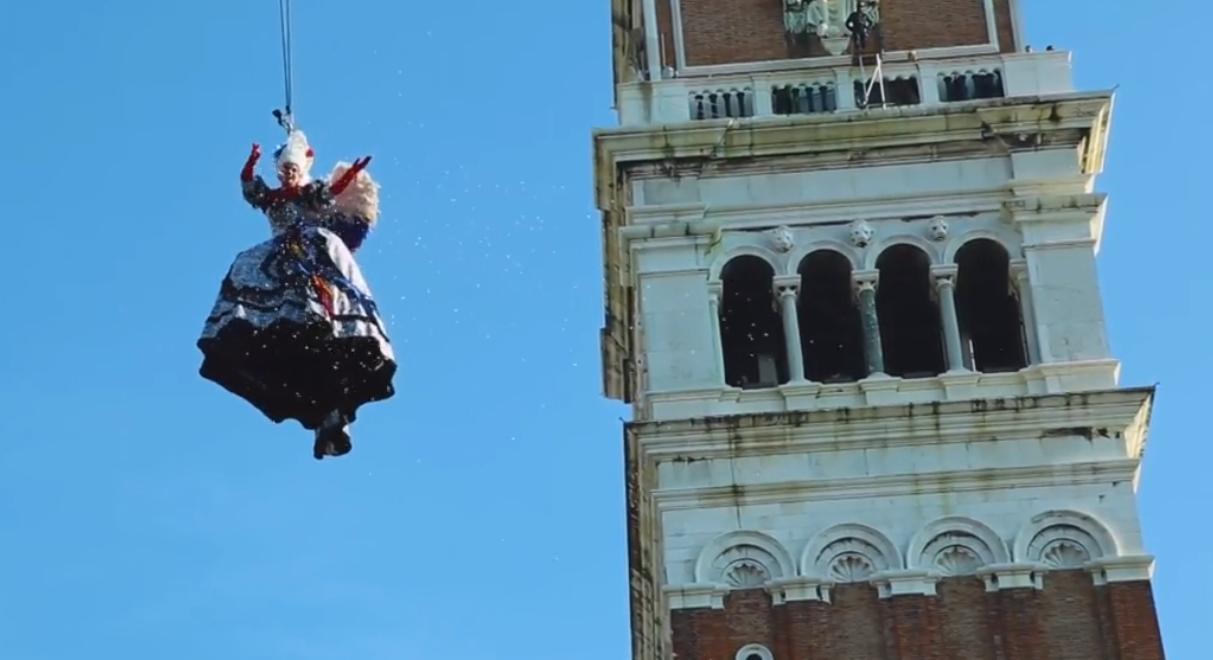 Volo angelo Carnevale Venezia