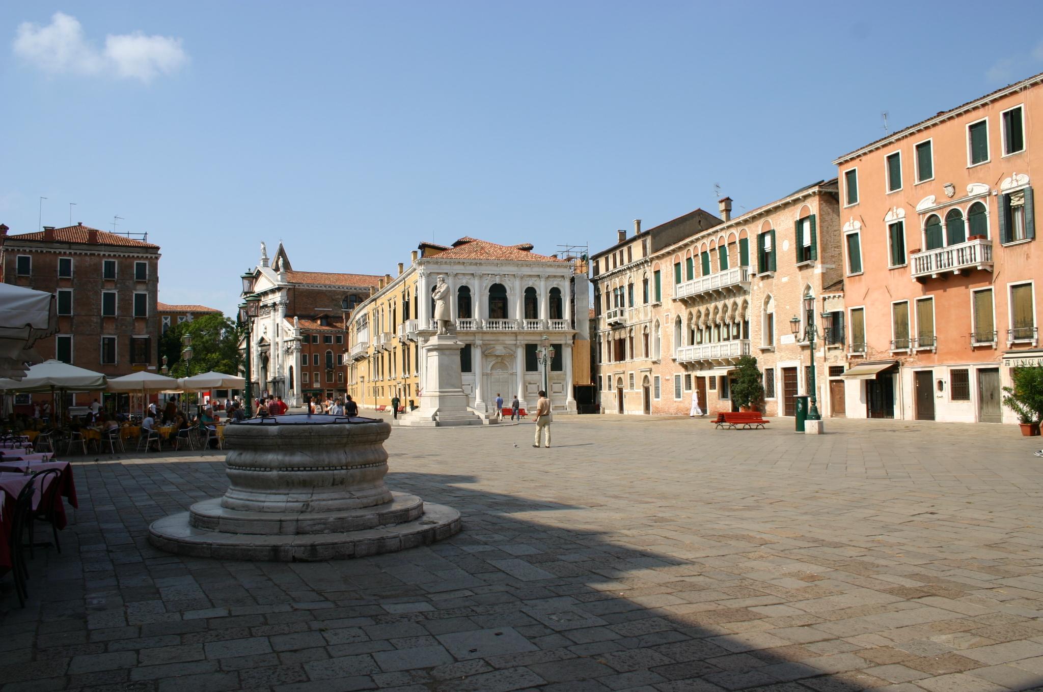 campo santo stefano venezia