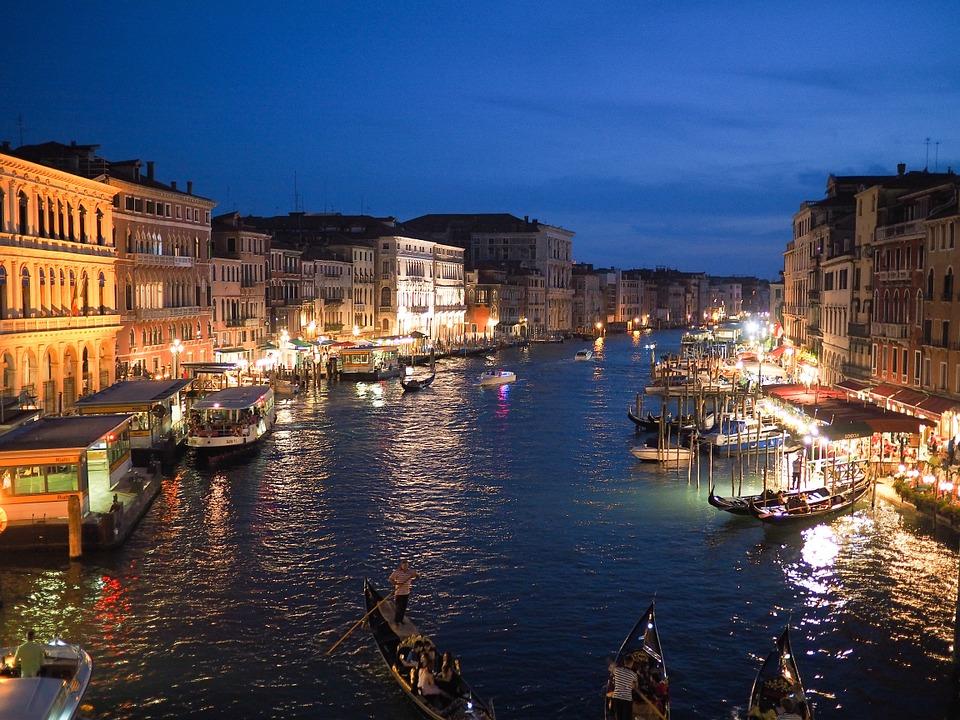 venezia canale di notte